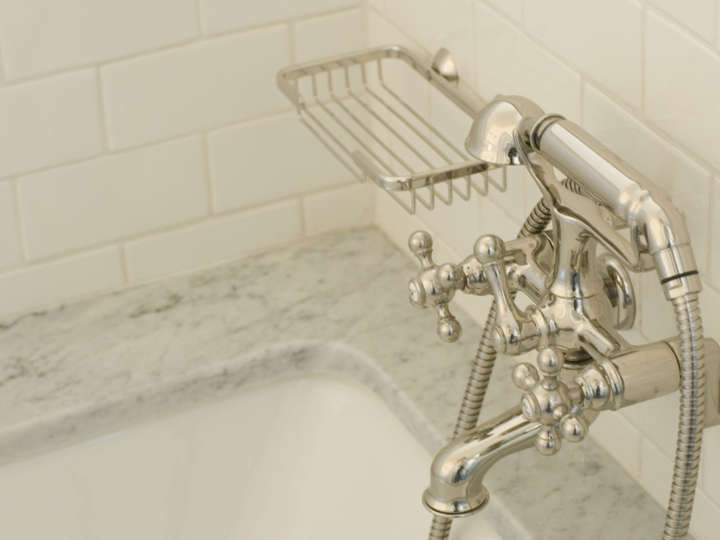 Bathroom tub faucet