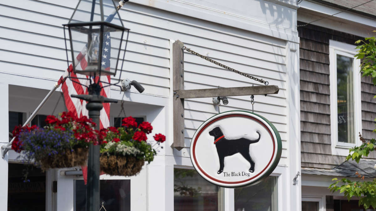 Black Dog shop sign